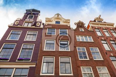 Maisons Salons façades avec le ciel bleu. Amsterdam, Pays-Bas