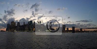 Manhattan sur la rivière avant le coucher du soleil dans le panorama