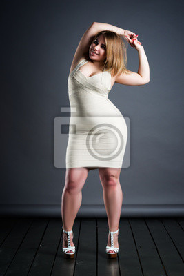 En Fond RobeGrosse De Studio Taille Femme StickerMannequin Grande Sur f7by6gYv