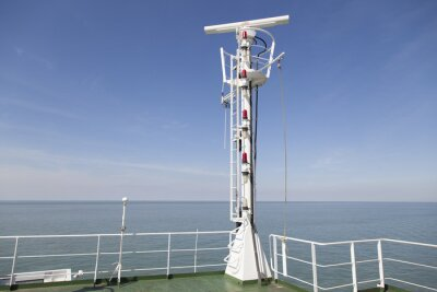 Sticker Mât de radar sur le pont supérieur d'un navire de charge