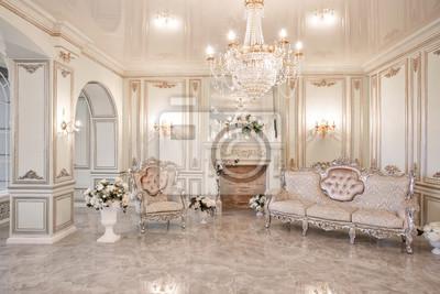 Sticker Matin dans un intérieur luxueux et lumineux dans une maison de maître.