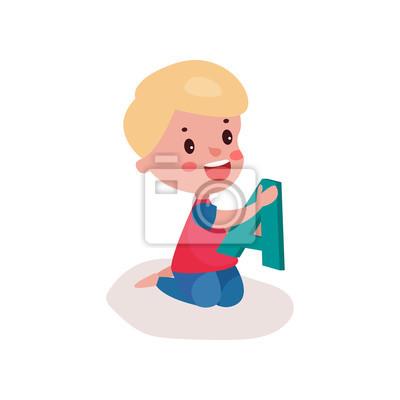 Sticker Mignon Petit Garçon Blond Assis Sur Le Sol En Jouant Avec La