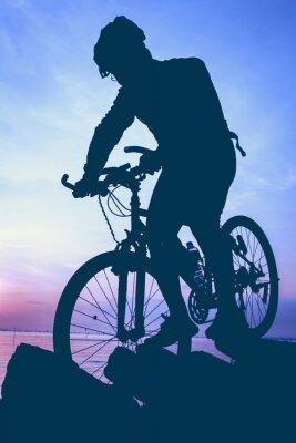 Sticker Mode de vie sain. Silhouette de cycliste à vélo au bord de la mer.