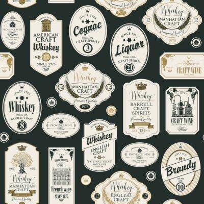 Sticker Modèle sans couture de vecteur avec collage d'étiquettes pour diverses boissons alcoolisées dans un style rétro avec des inscriptions de whisky, liqueur, cognac, vin, brandy.