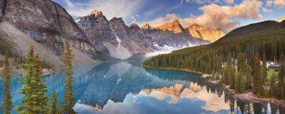 Sticker Moraine Lake au lever du soleil, le parc national Banff, Canada