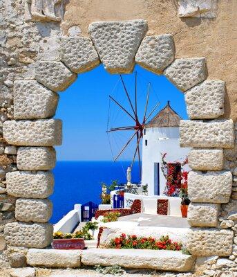 Sticker Moulin à vent à travers une vieille fenêtre dans l'île de Santorin, en Grèce