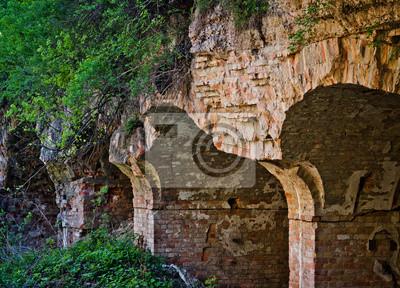 Mur de briques abandonné dans la forteresse, Ukraine