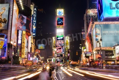 Sticker New York - 25 mai 2007: Le Nocturne de Times Square, à Manhattan (New York City) avec tous les panneaux d'affichage et les publicités éclairées