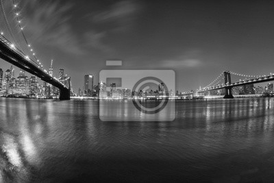 New York Manhattan vue pont de nuit de Brooklyn en b & w