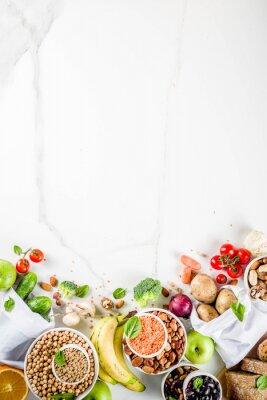Sticker Nourriture saine. Sélection de bonnes sources de glucides, aliments riches en fibres. Régime à faible indice glycémique. Légumes frais, fruits, céréales, légumineuses, noix, légumes verts. espace de c