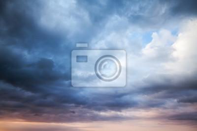 Sticker Orageux bleu ciel nuageux foncé.