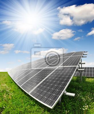Panneaux solaires contre le ciel ensoleillé - fisheye tir