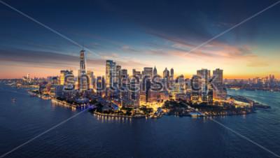 Sticker Panorama de la ville de New York au lever du soleil. Manhattan immeubles de bureaux / skysrcapers au matin. Prise de vue panoramique de New York City.