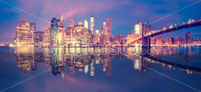 Sticker Panorama du centre-ville de Manhattan au crépuscule avec des gratte-ciels, New York City