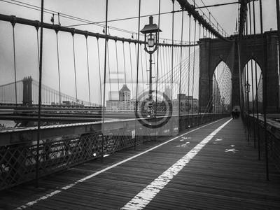 Passerelle en pont de Brooklyn en noir et blanc