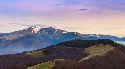 Sticker Paysage de montagne panoramique au printemps.