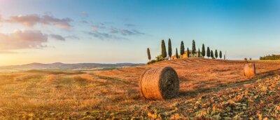 Sticker Paysage de Toscane, avec maison de ferme au coucher du soleil, Val d'Orcia, Italie