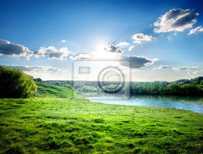 Pelouse près de la rivière