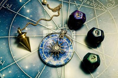 Sticker pendule, astrologie dés, anneau de zodiaque avec le soleil sur un  horoscope 3a758dc66eb