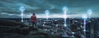 Sticker Person schaut auf eine Digitale Stadt