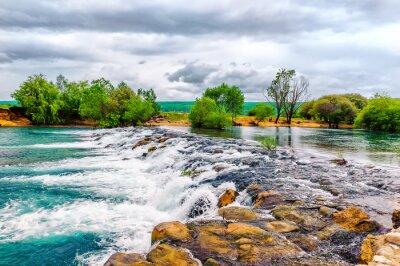 Sticker Petit cours d'eau et cascade dans la nature préservée