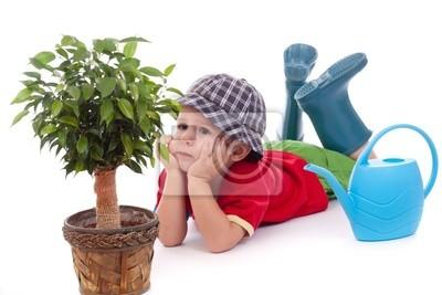 Petit garçon jardinier