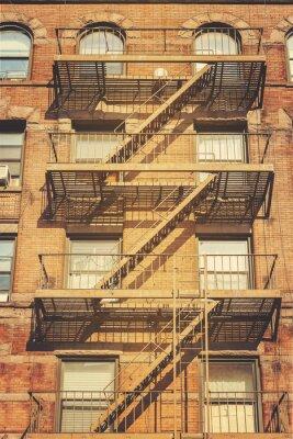 Sticker Photo de style rétro du bâtiment avec des échelles d'évasion, NYC.