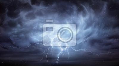 Sticker Pluie et orage dans un ciel dramatique