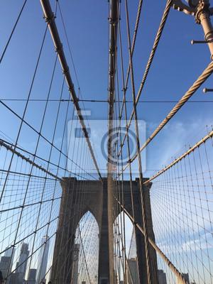 Pont de Brooklyn et nuage avec des bâtiments dans Financial District, New York