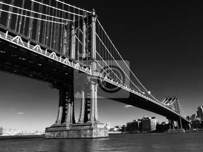 Pont de Manhattan sur la rivière East en noir et blanc