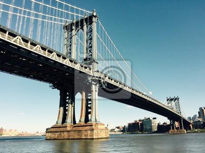 Pont de Manhattan sur la rivière en style vintage