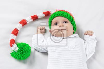 7126096d7214 Sticker Portrait d un bébé mignon âgé de trois mois dans le chapeau d