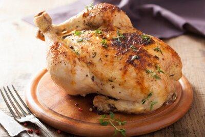 Sticker poulet rôti entier avec du poivre et thym
