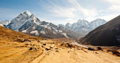 Sticker Profonde vallée dans les montagnes de l'Himalaya