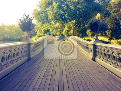 Promenade du pont d'arc dans le style vintage à Central Park, Manhattan, New York