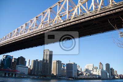 Queensboro pont sur East River et Manhattan avec un ciel clairement bleu