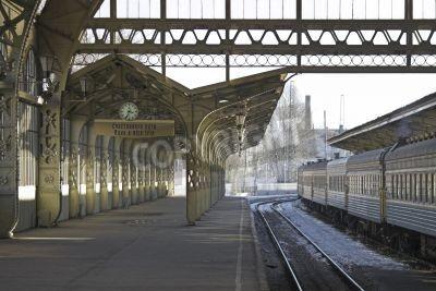 Sticker Railroad quai de la gare avec une horloge de pendaison et