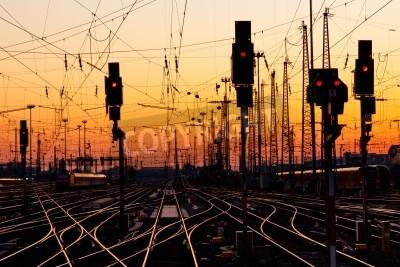 Sticker Railroad Tracks à une gare Major au coucher du soleil.