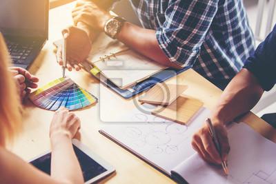 Sticker Réunion des gens d'affaires. Choisir les couleurs et les matériaux pour la décoration intérieure nouvelle maison