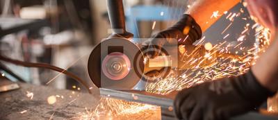 Sticker Roulement électrique sur structure en acier en usine