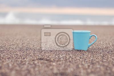 Sticker Sahilde mavi bardak / Verre bleu sur la plage