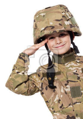 Saluant soldat. Jeune garçon