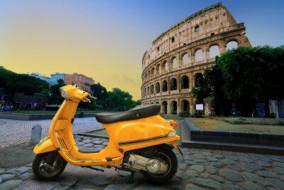 Sticker Scooter millésime jaune sur le fond de Colisée