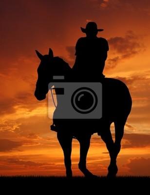 silhouette de cow-boy au lever du soleil