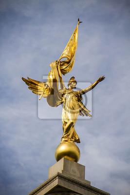Statue de la déesse d'or à DC