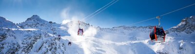 Sticker Superbe panorama hivernal dans la station de ski Tonale. Vue des Alpes italiennes depuis le glacier Adamelo, Italie, Europe.