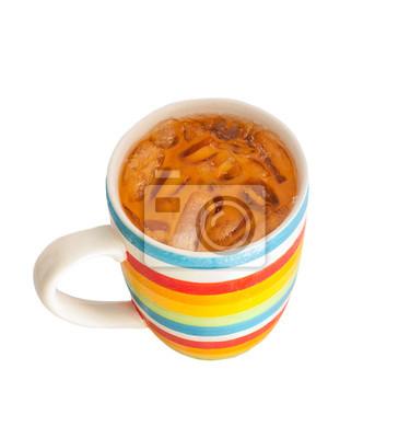 Thai thé au lait glacé, isolé sur blanc