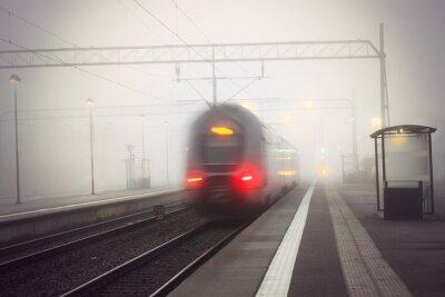 Sticker Train, partant, station