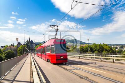 Train urbain moderne à Berne