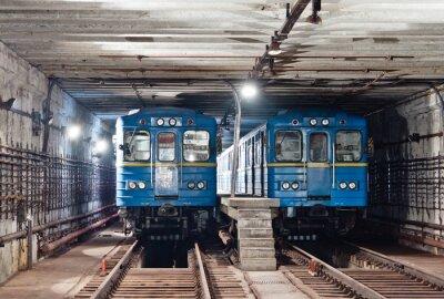 Trains dans le tunnel du métro. Kiev, Ukraine. Kyiv, Ukraine